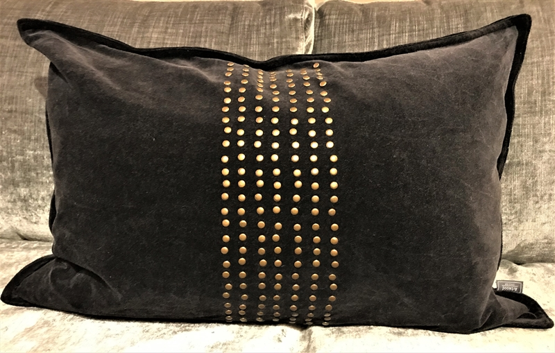 KELLY STUDS BLACK